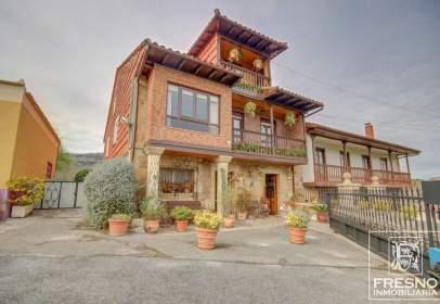 Casa pareada en calle Barrio Monasterio