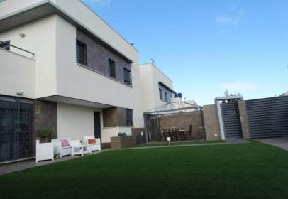 Casa adosada en Nuevo Corrales
