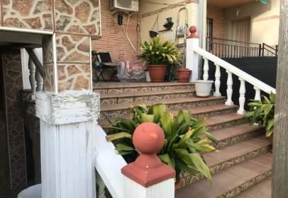 Casa adosada en calle Jesus Rojas