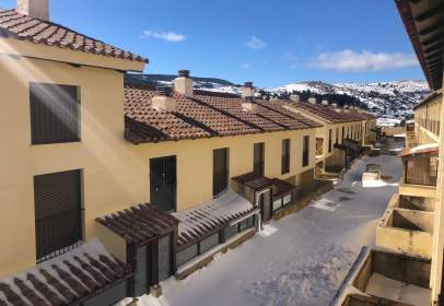 Casa adosada en calle Teruel, 63
