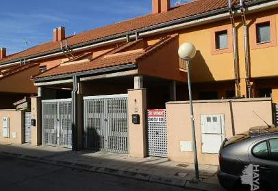Chalet in calle Joan Miró,  16